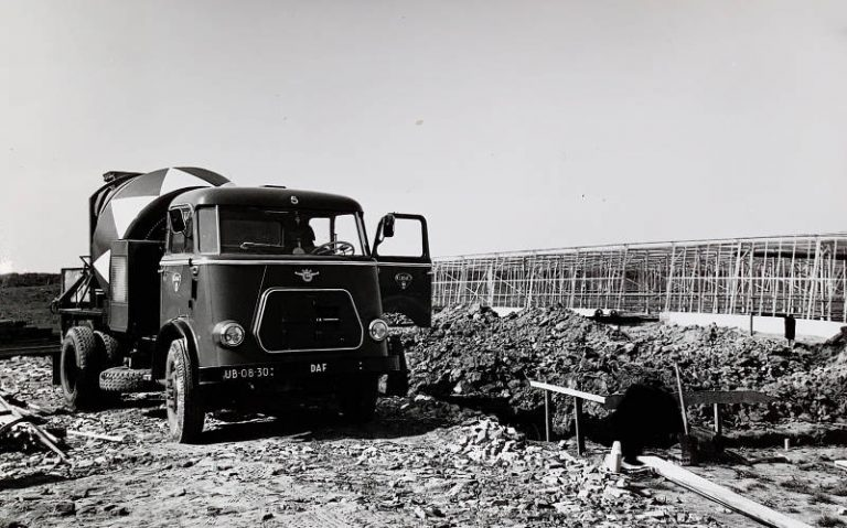 geschiedenisfoto van een vrachtwagen